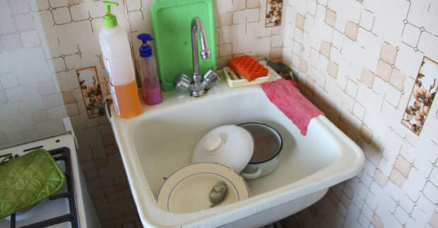 Преображение обшарпанной кухни к Пасхе, домовой вернется в чистое местечко