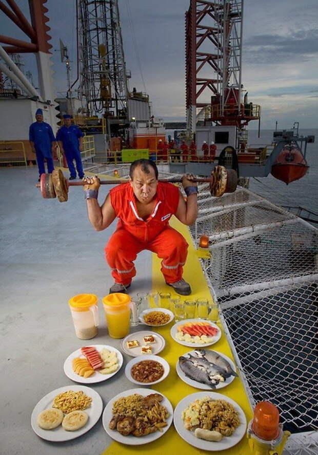 Oswaldo Gutierrez - начальник нефтяной платформы в Венесуэле. Суточное потребление - 6000 ккал