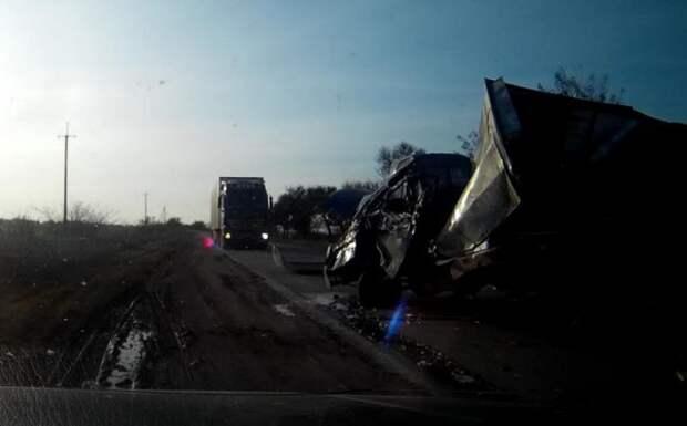 ДТП в Крыму: на встречке «познакомились» два грузовика (ФОТО)