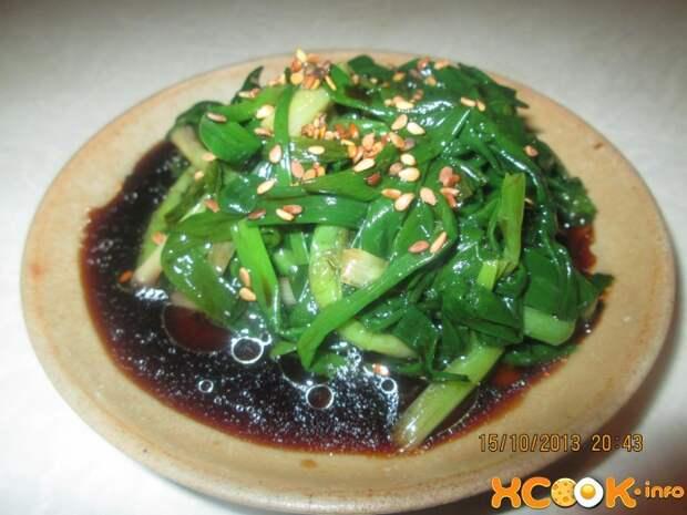 Салат из свежего зеленого лука