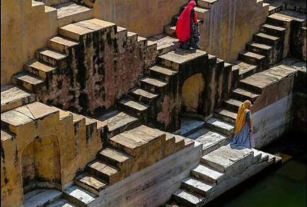 Для чего в Индии в древности строили ступенчатые колоды, и Как они выглядят сегодня