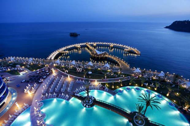 Турция предложила России безопасную модель туризма. Когда будет можно отправиться на турецкие пляжи?