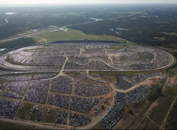В Хьюстоне готовятся к утилизации автомобилей-утопленников Хьюстон, авто, наводнение, печаль, утонул, фото