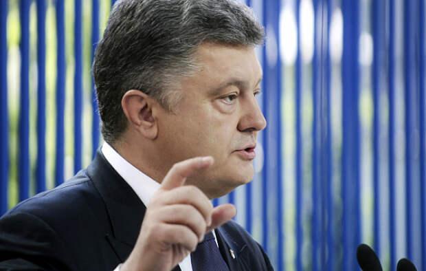 Порошенко потребовал извинений от российских СМИ, когда его охранник толкнул журналиста РФ