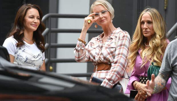Что носят Кэрри, Саманта и Шарлотта в наши дни: платья-рубашки, ремни на талии и трендовые сумки-корзины