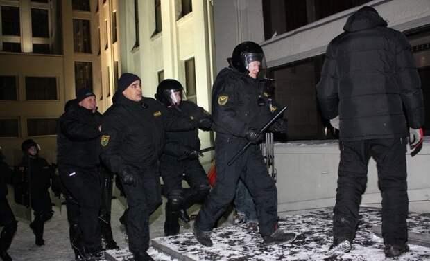 10 лет назад белорусы уже пытались добиться отставки Лукашенко. Вот 7 фото с митинга