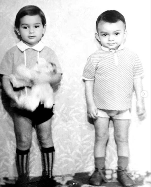 Филипп Киркоров выложил в Сеть редкий снимок с братом