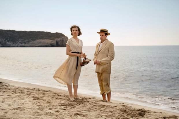 Ирина Старшенбаум и Филипп Авдеев разъезжаются на разные концы земли в трейлере фильма «Джетлаг»