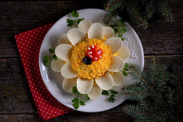 Как украсить новогодние салаты в год Крысы