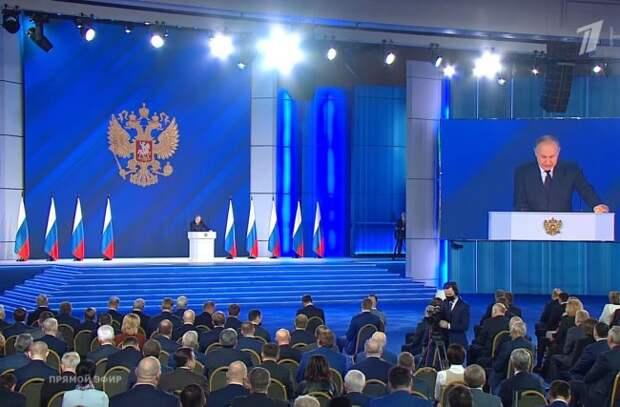 Путин раскритиковал российский учебник истории, в котором не говорится о Сталинградской битве. Но такого учебника не существует - «Антифейк»
