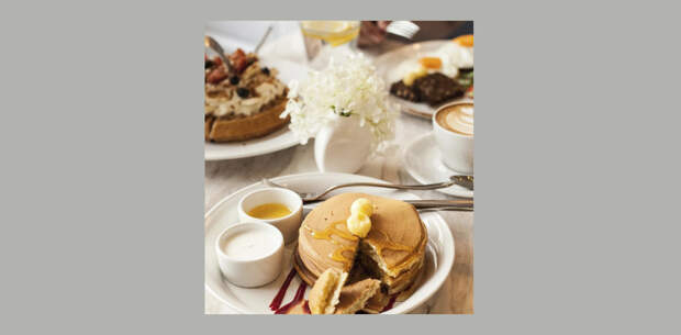 Эдамаме, гренки из батата и овсянка с финиками: 7 мест в Москве, где весь день подают завтраки