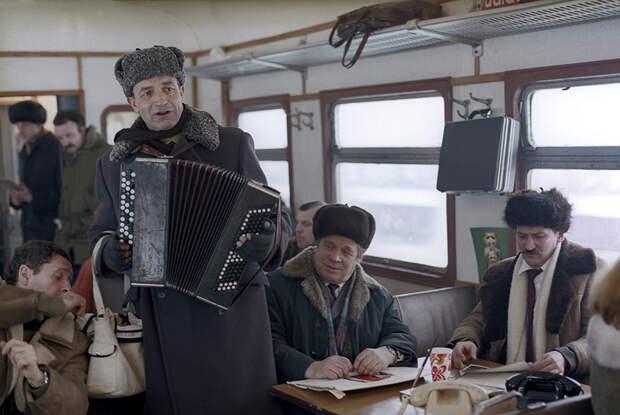 Прощание бюрократа с кабинетом (к/ф «Забытая мелодия для флейты»)