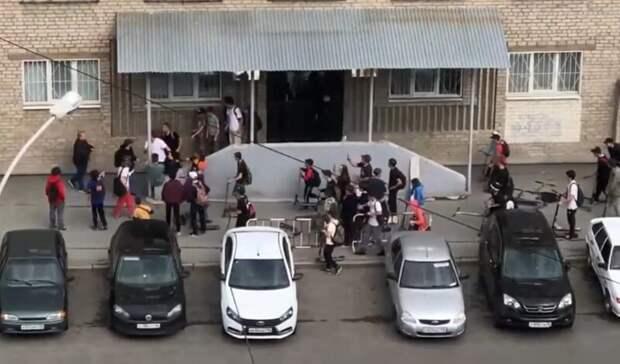Забрал самокат: толпа подростков избила мужчину вЕкатеринбурге