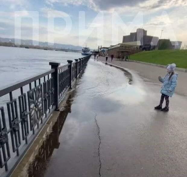 Красноярск подтопило в районе Вантового моста