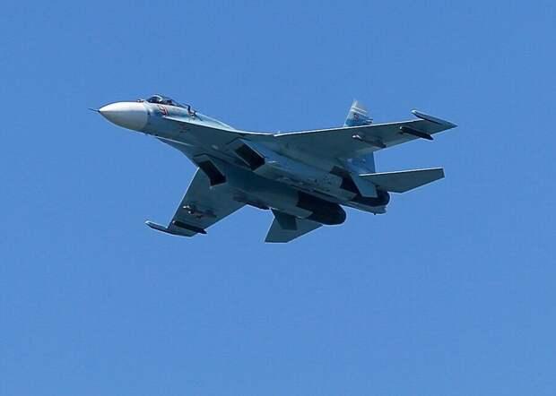 Истребитель РФ перехватил самолет-разведчик США над Черным морем