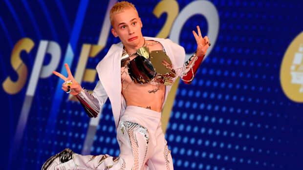Татуированная роза. Как один мальчик превращает Петербургский форум во фрик-шоу