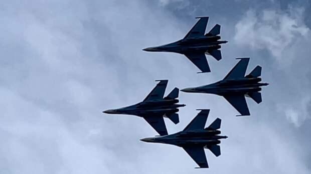 Демонстрационные полеты «Стрижей» и «Русских витязей» прошли в Кубинке