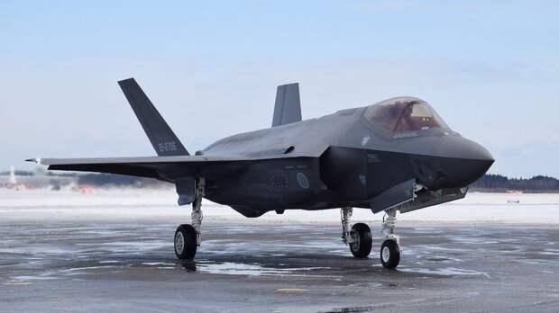 США решили испугать Россию истребителями на Аляске