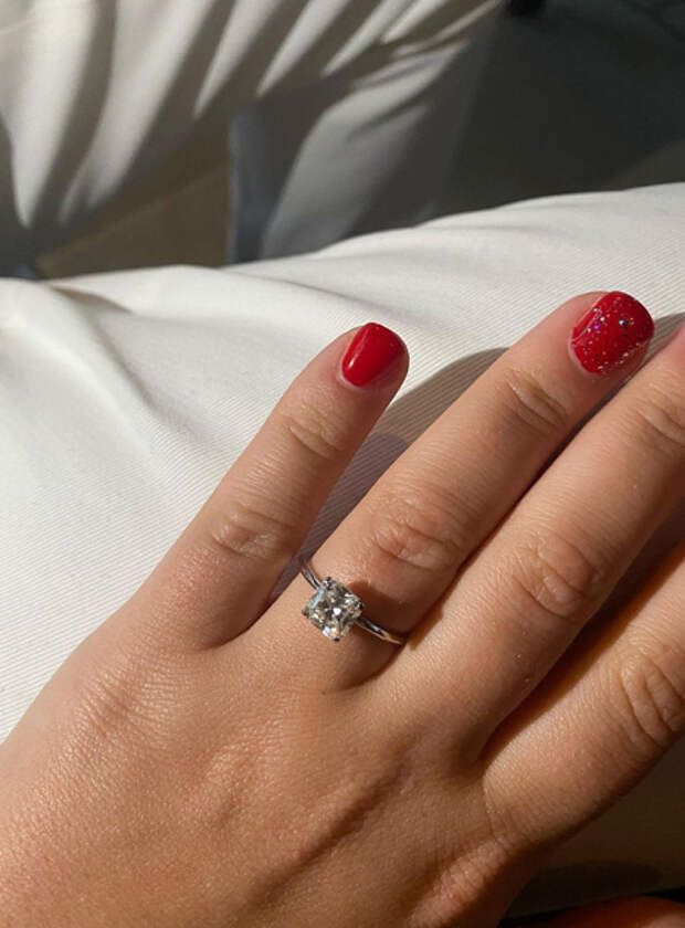 Дочь Романа Абрамовича Софья поделилась новыми снимками с помолвки