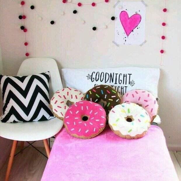 Подушки-пончики для девочки