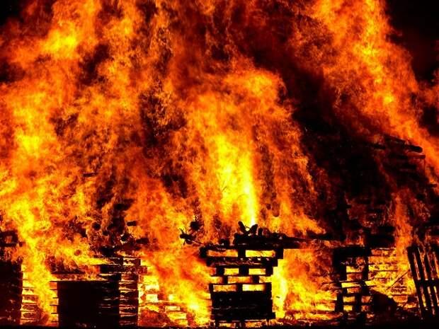 В Краснодаре ликвидировали пожар на компрессорном заводе