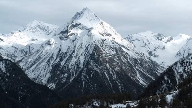 Спасатели обнаружили на Эльбрусе четырех пропавших альпинистов из 19