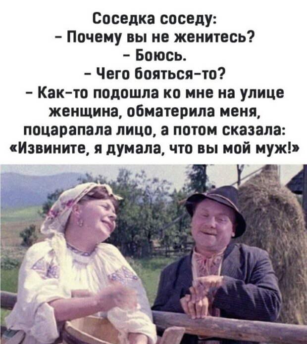 В школе:  - Сегодня будем изучать свойства ромба. Чертим ромб...