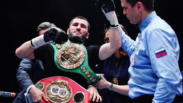 Валуев прокомментировал победу Бетербиева и оценил шансы 36-летнего боксера объединить 4 пояса