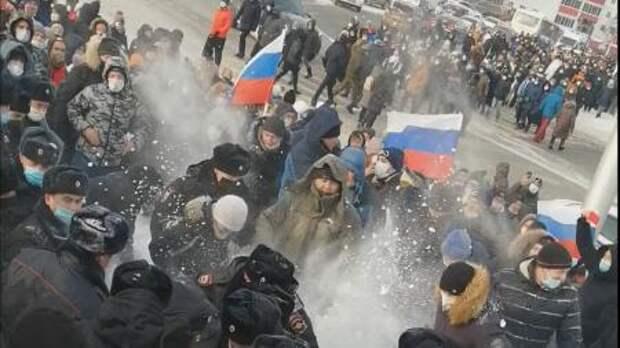 Гарсон, два русских борща за этот столик, пожалуйста, и давайте ещё немного поговорим за ближайшую революционную перспективу в России