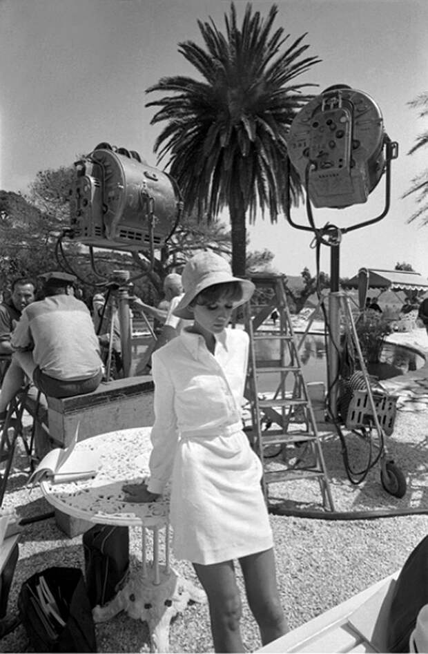 """Одри Хепбёрн на съемках фильма """"Двое в дороге""""."""