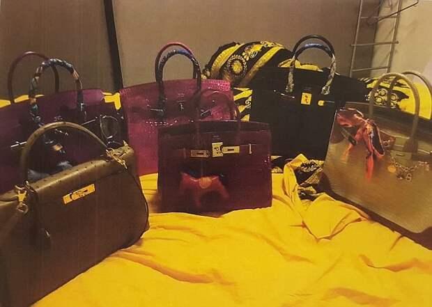Женское счастье -- пустить 4,6 млн. чужих долларов на брендовые безделушки и сумки