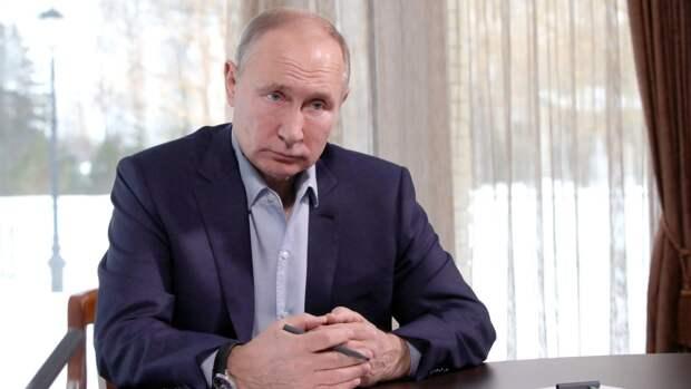 """Путин напомнил, что Россия """"выбьет зубы"""" за попытки """"что-то откусить"""" от страны"""