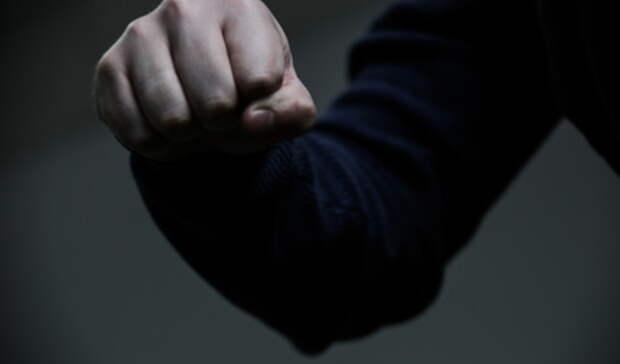 Потерял сознание: после драки сдругим автолюбителем уральца ограбил водитель КАМАЗа