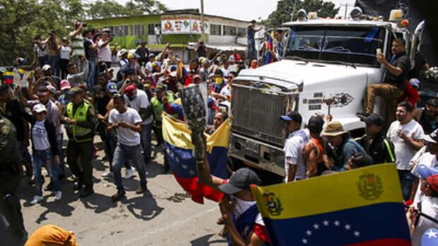 """Венесуэла """"щелкнула по носу"""" США, выбрав гуманитарную помощь"""