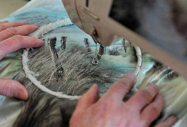 Англичанка Джилл Дрэпер берет фотографию и с помощью иголки и ниток переносит изображение на ткань!