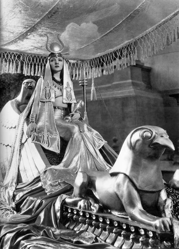 """Трэвис Бентон. Египетское Ар деко в фильме """"Клеопатра"""" 1934 года"""