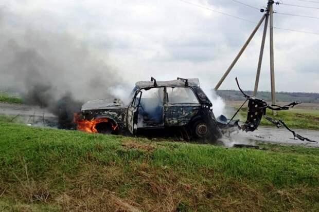 В Днепропетровской области при пожаре в авто пострадал мужчина. Появилось видео