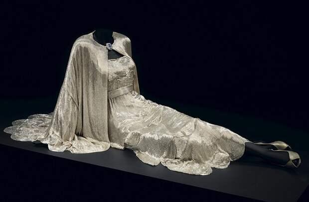 Платье из стекляруса актрисы Кэрол Ломбард из к/ф «Мой слуга Годфри», 1936 год.