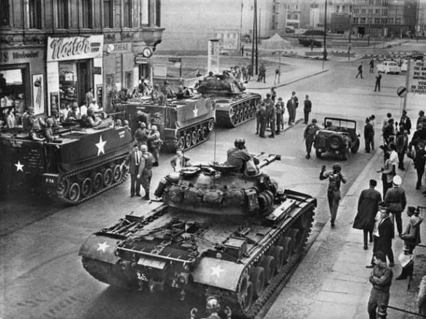 Как в 1961 году танкисты США едва не начали Третью мировую