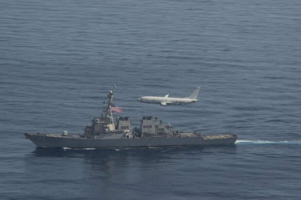 Военные США запечатлели пролет Су-24 рядом с эсминцем «Дональд Кук»