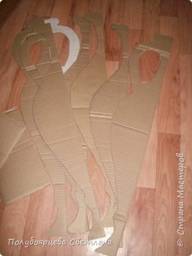 Ваза своими руками Перед тем как изготовить вазу, я долго думала из чего же мне сделать сосуд, напоминающий древнегреческую амфору, и, остановилась на варианте изготовления вазы из картона в технике папье-маше. Здесь, я пошагово расскажу как я это делала и что получилось в итоге. фото 3