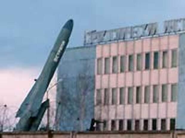 ПКР П-120, установленная перед зданием Аэрокосмического института