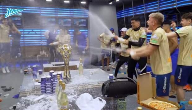 «Зенит» выложил видео из чемпионской раздевалки после вручения золотых медалей