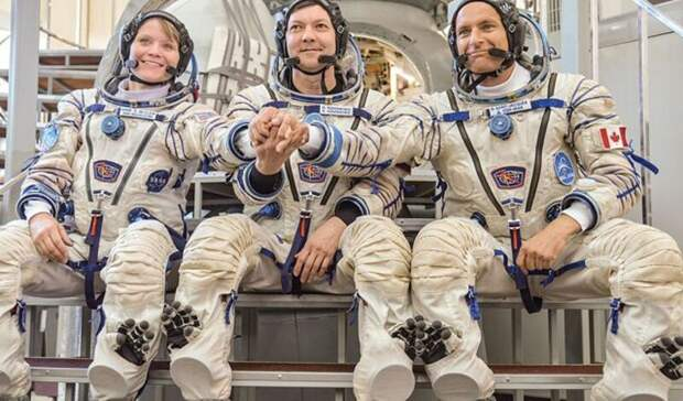 Космонавтам повысят зарплату до500 тысяч рублей