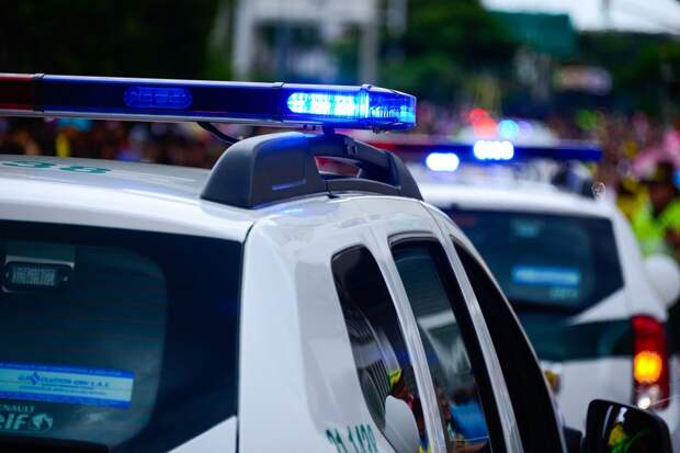 Подростка застрелили в очереди за билетами на аттракцион в США