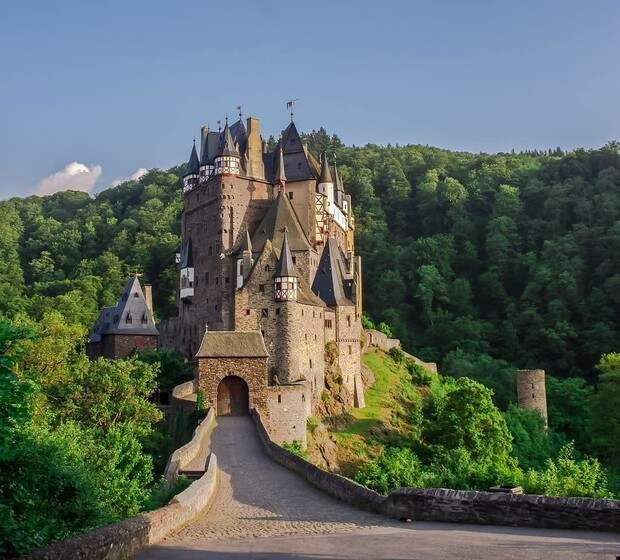 Фото №11 - В гостях у сказки: самые впечатляющие замки Европы