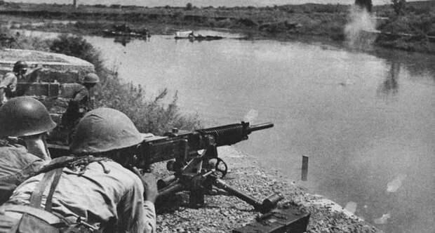 Японцы у пулемета
