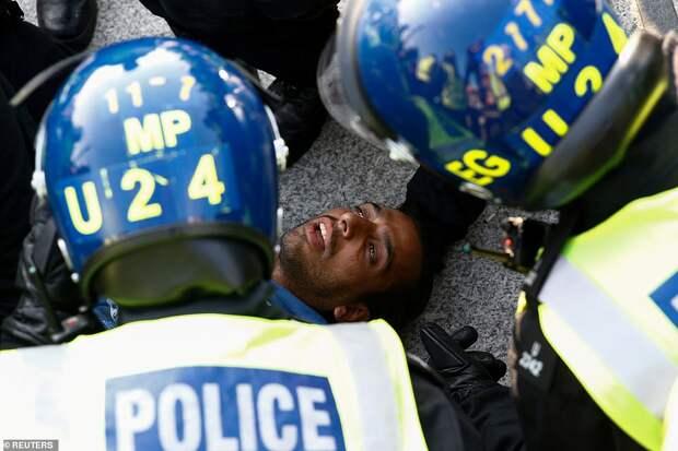 Антикоронавирусные протесты в Лондоне.