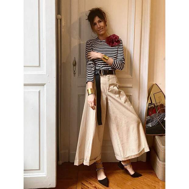 Модные хитрости: Какая одежда сделает женщину моложе