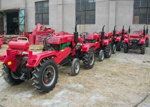 Это не те трактора, о которых ведется рассказ, но очень похожие